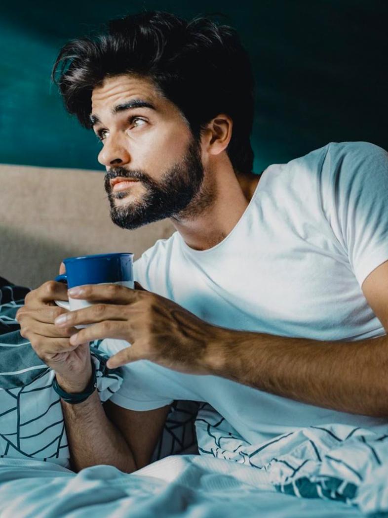 Преглед на удобни  мъжки пижами, идеални за зимните вечери