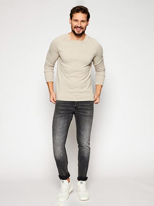 W tradycyjnym wydaniu Spodnie jeansowe i materiałowe