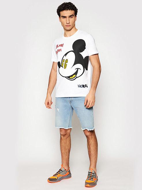 Това е на мода Тишърти и тениски с яка и копчета