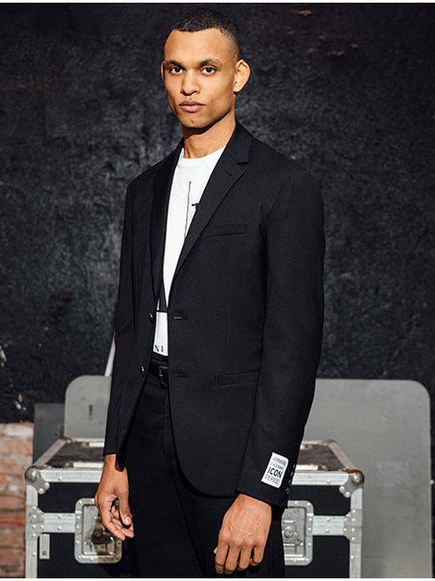 À la recherche des dernières tendances de mode masculine Armani Exchange