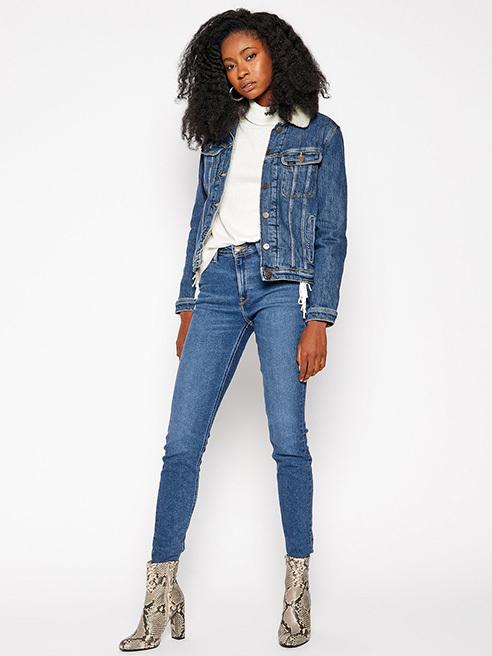 Codzienny styl w nowej odsłonie Jeansy