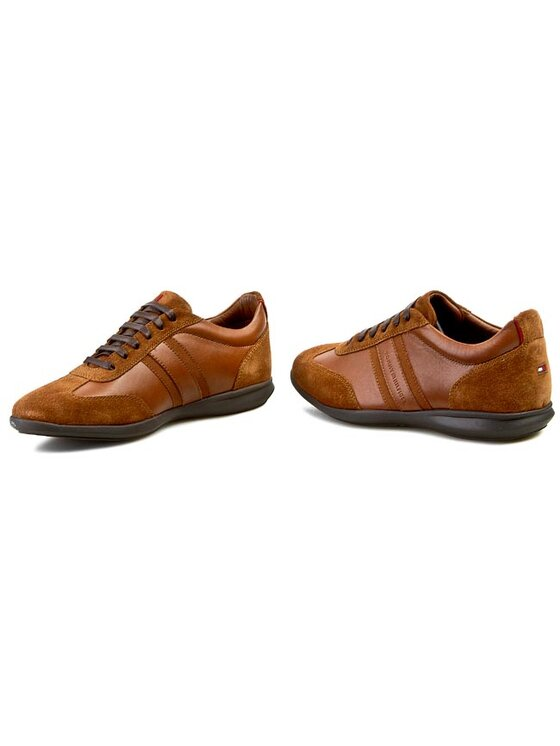 Tommy Hilfiger Tommy Hilfiger Κλειστά παπούτσια Oliver 14C FM56818779 Καφέ