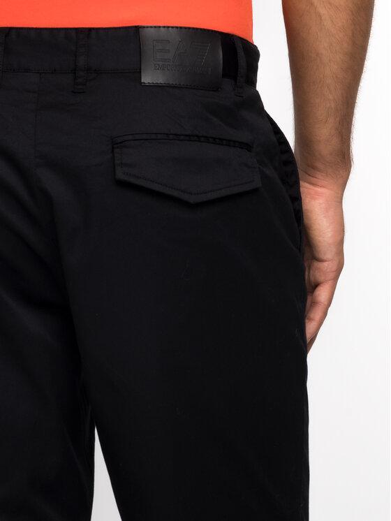 EA7 Emporio Armani EA7 Emporio Armani Bavlnené šortky 3GPS10 PN71Z 1200 Čierna Regular Fit