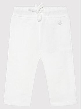 United Colors Of Benetton United Colors Of Benetton Spodnie dresowe 3J70I0046 Biały Regular Fit