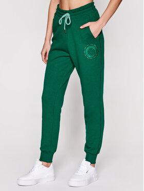 PLNY LALA PLNY LALA Spodnie dresowe Liptsitck Travel PL-SP-TV-00050 Zielony Regular Fit