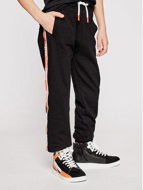 Guess Guess Spodnie dresowe L1RQ03 KA6R0 Czarny Regular Fit